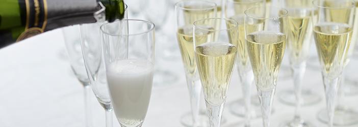 Champagne i slanke glas